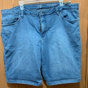 Riders by Lee  mid-rise Bermuda Shorts. Size 22